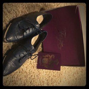 Fergie Footwear hard bottom loafers